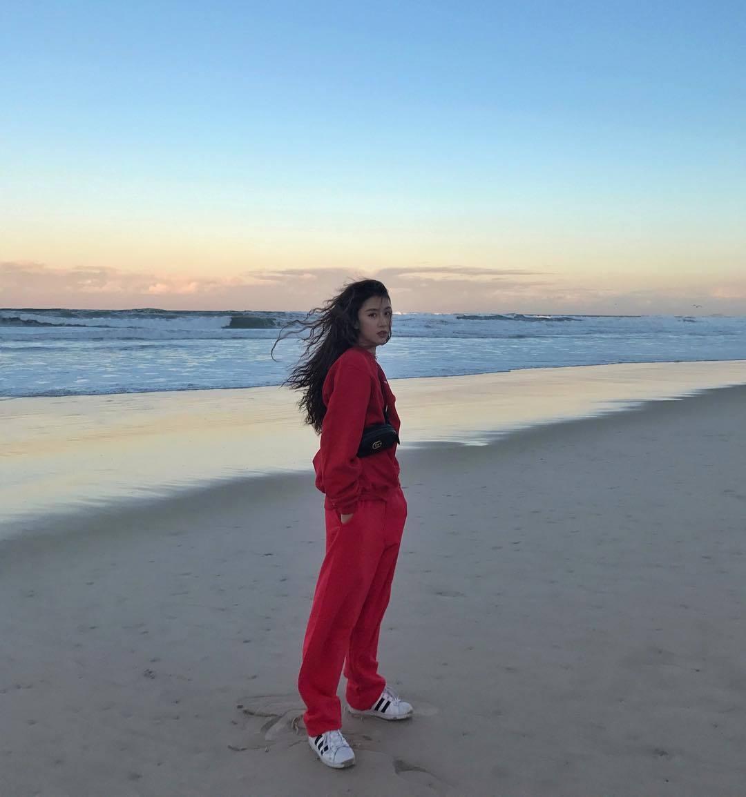 Học hot girl Quỳnh Anh Shyn kỹ năng phối màu trang phục đẹp thần sầu - Hình 9