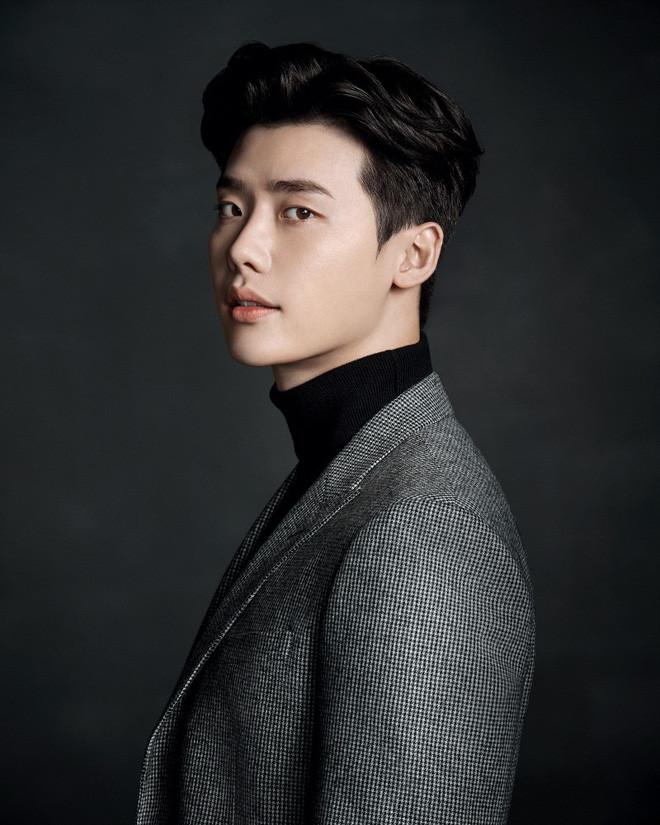 Fanboy hạnh phúc nhất thế giới: Lee Jong Suk chính thức nên duyên màn ảnh với thần tượng! - Hình 1
