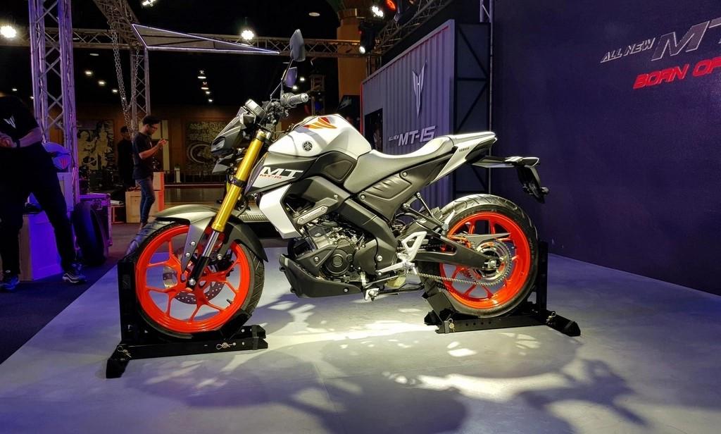 Nakedbike Yamaha MT-15 2019: Bụi bặm và hiếu chiến hơn - Hình 1