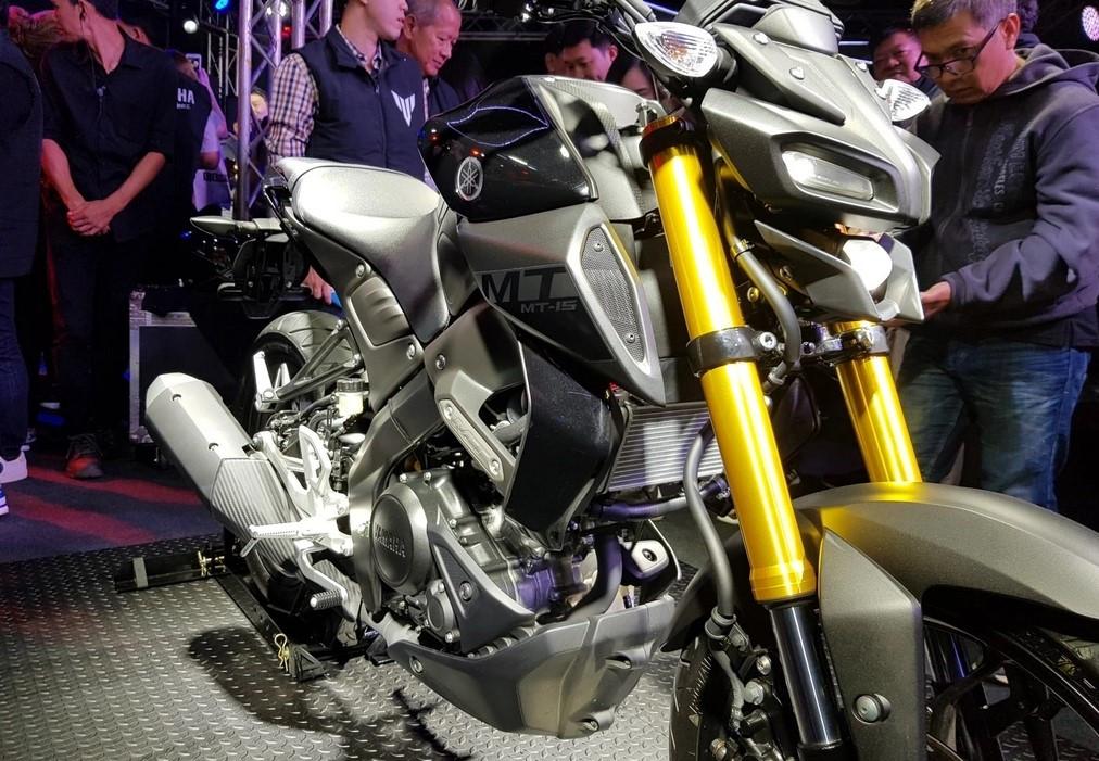 Nakedbike Yamaha MT-15 2019: Bụi bặm và hiếu chiến hơn - Hình 5