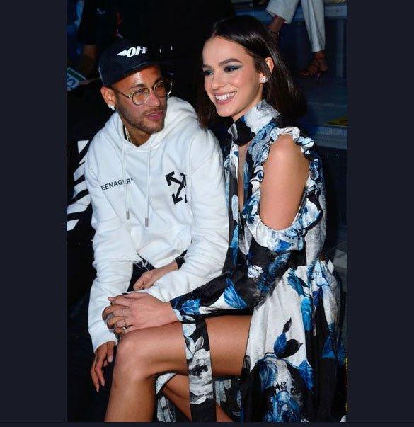 Neymar không thể rời mắt khỏi bạn gái quyến rũ - Hình 5