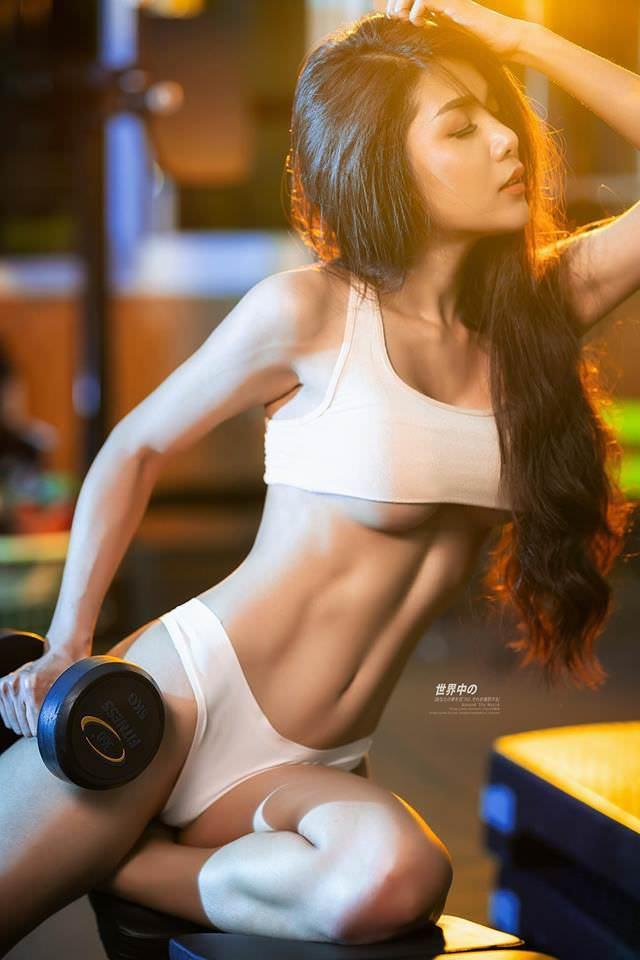 Người đẹp phòng gym gây choáng với thân hình săn chắc gợi cảm - Hình 1