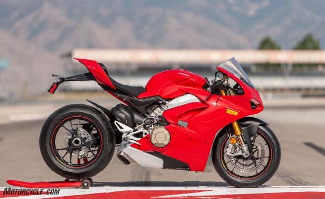 Ducati Panigale V4 S 2018 ẵm giải Xe máy của năm 2018, giá gần 1 tỷ đồng - Hình 2