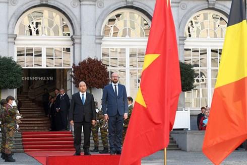 Thủ tướng Bỉ chủ trì lễ đón Thủ tướng Nguyễn Xuân Phúc - Hình 2