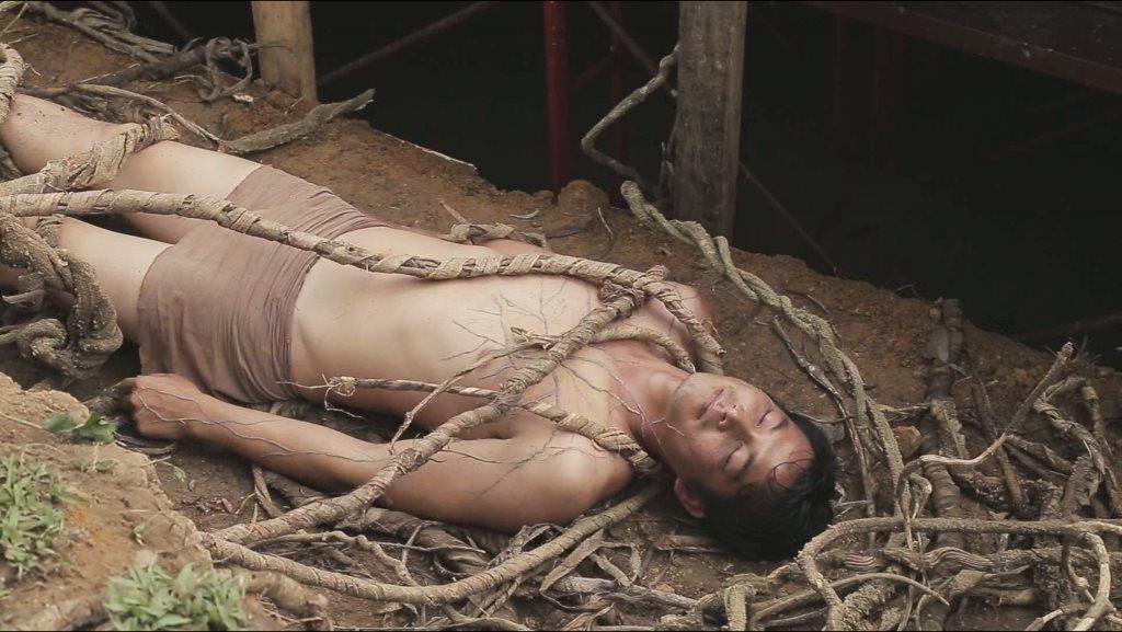 Cô bạn nàng xinh đẹp Nguyễn Phương Oanh review phim Người Bất Tử - Hình 3