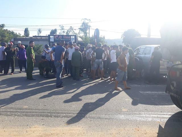 Hai nhóm thanh niên hỗn chiến giữa quốc lộ, 1 người bị thương nặng - Hình 1