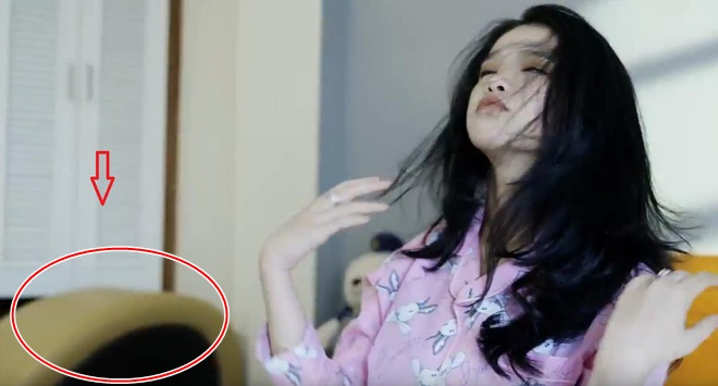 Làm dân tình sôi máu vì mang đồ chơi người lớn vào MV mới, Linh Ka kêu oan: Tôi chỉ làm theo kịch bản - Hình 1