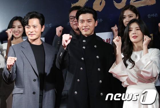 Công chiếu phim Rampant: Vợ Jang Dong Gun đọ sắc cùng hội bạn gái của Hyun Bin - Son Ye Jin, Ha Ji Won và Park Shin Hye - Hình 27