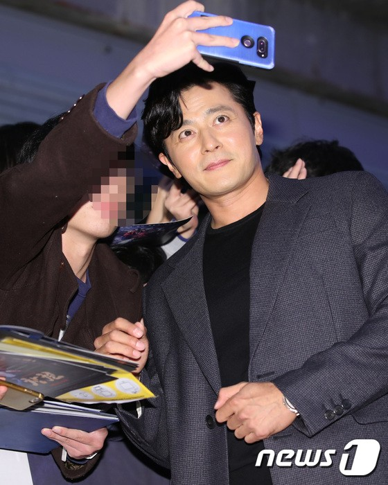 Công chiếu phim Rampant: Vợ Jang Dong Gun đọ sắc cùng hội bạn gái của Hyun Bin - Son Ye Jin, Ha Ji Won và Park Shin Hye - Hình 37