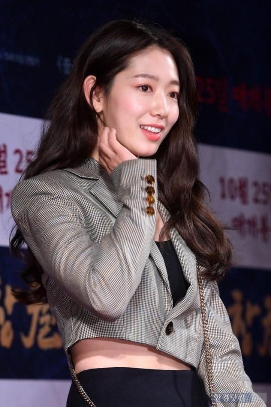 Công chiếu phim Rampant: Vợ Jang Dong Gun đọ sắc cùng hội bạn gái của Hyun Bin - Son Ye Jin, Ha Ji Won và Park Shin Hye - Hình 13