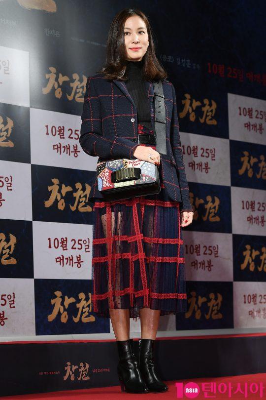 Công chiếu phim Rampant: Vợ Jang Dong Gun đọ sắc cùng hội bạn gái của Hyun Bin - Son Ye Jin, Ha Ji Won và Park Shin Hye - Hình 22