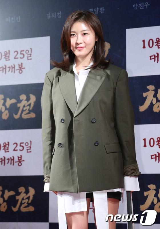 Công chiếu phim Rampant: Vợ Jang Dong Gun đọ sắc cùng hội bạn gái của Hyun Bin - Son Ye Jin, Ha Ji Won và Park Shin Hye - Hình 8