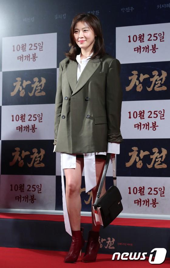 Công chiếu phim Rampant: Vợ Jang Dong Gun đọ sắc cùng hội bạn gái của Hyun Bin - Son Ye Jin, Ha Ji Won và Park Shin Hye - Hình 7