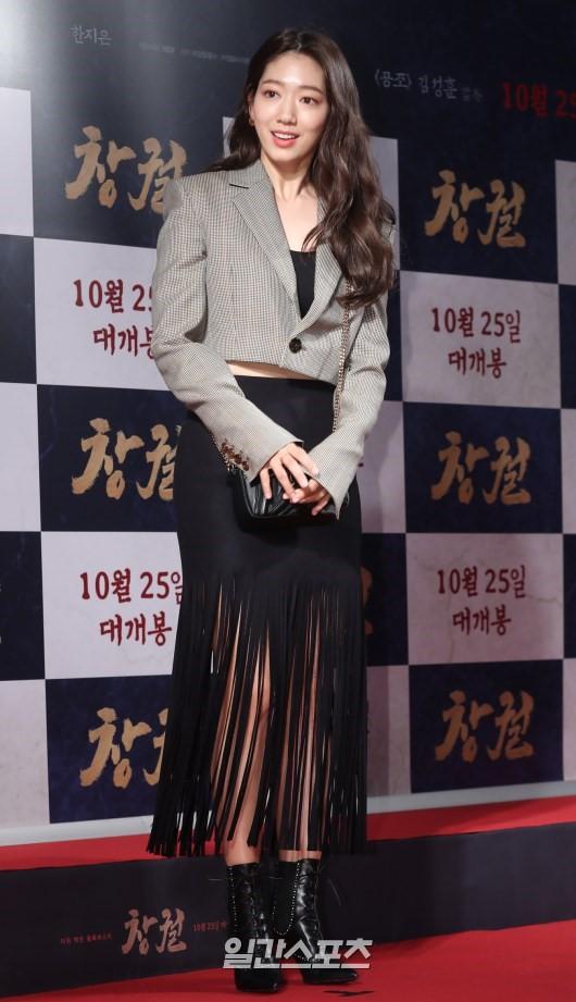 Công chiếu phim Rampant: Vợ Jang Dong Gun đọ sắc cùng hội bạn gái của Hyun Bin - Son Ye Jin, Ha Ji Won và Park Shin Hye - Hình 17