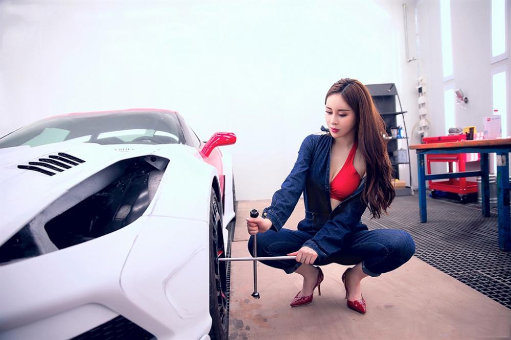 Ngưỡng mộ mỹ nhân vạn năng, biết từ sửa xe, pha đồ uống cho tới cầm roi da - Người đẹp