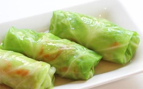 Món ngon mỗi ngày: Bắp cải cuốn thịt hấp lạ mà ngon - Hình 1