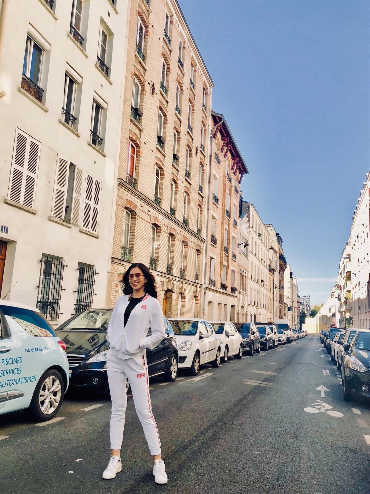 Hoa hậu Trần Tiểu Vy đẹp không cần cố gắng như cô nàng Paris trên đất Pháp - Hình 6