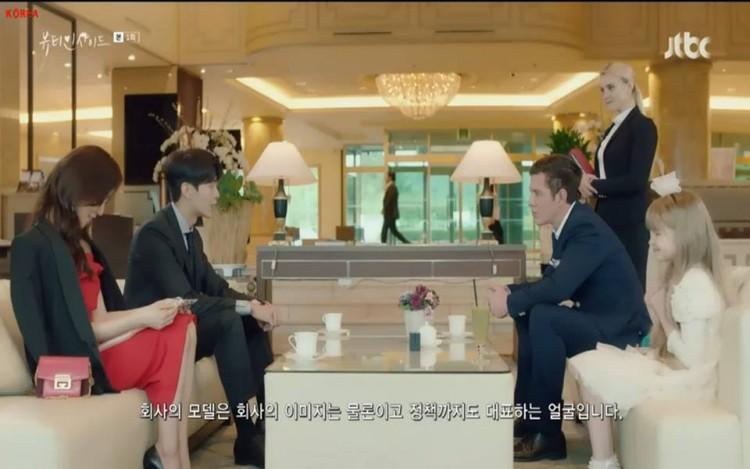 The Beauty Inside Seo Hyun Jin hóa ông chú mập ngay lễ trao giải, Lee Min Ki bị ném điện thoại vì tội ngó lơ - Hình 7