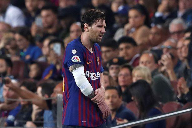 Messi gãy tay rùng rợn sau pha tiếp đất lỗi, băng bó ngay trên sân và chắc chắn vắng mặt ở trận Siêu kinh điển - Hình 7