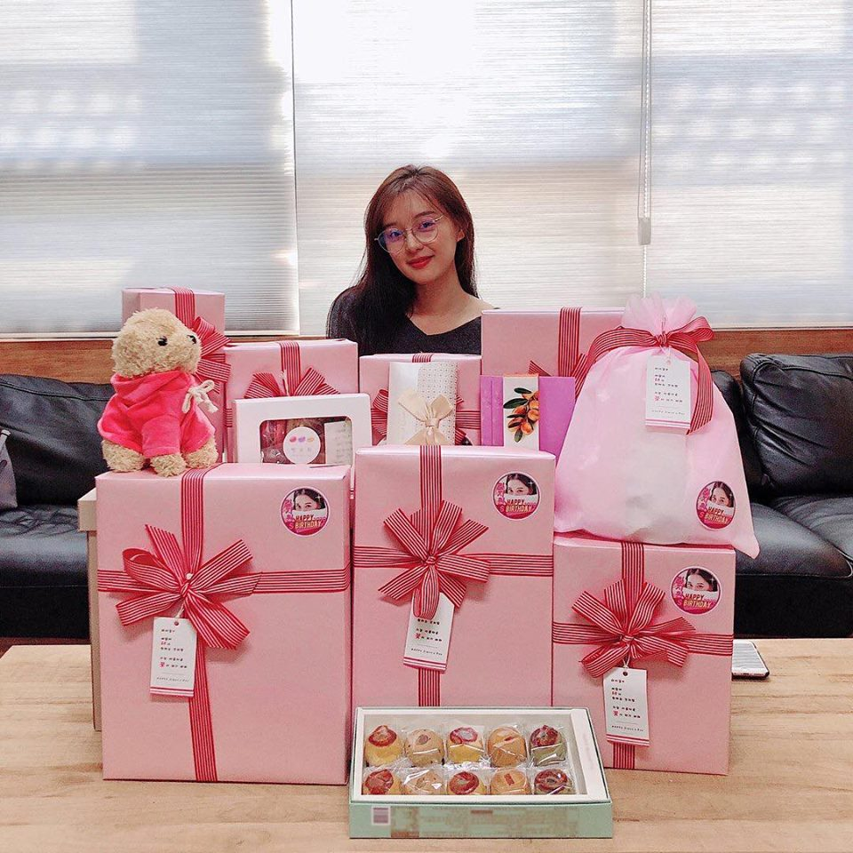 Hậu duệ mặt trời Kim Ji Won chia sẻ hình ảnh giản dị ngày sinh nhật - Hình 1