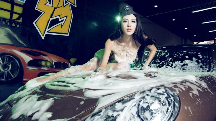 Ngắm mỹ nữ gợi cảm rửa xe làm ngây ngất ánh nhìn - Hình 4
