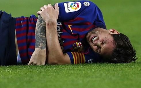 Thể thao 24h: Messi bị gãy tay, HLV Barca vẫn bình thản - Hình 1