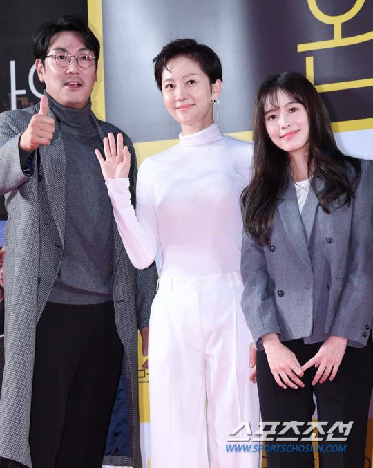 Công chiếu phim Intimate Strangers: Go Ara - Park Hyung Sik đoàn tụ, tỏa sáng cùng Ha Ji Won và Jung Woo Sung - Hình 36