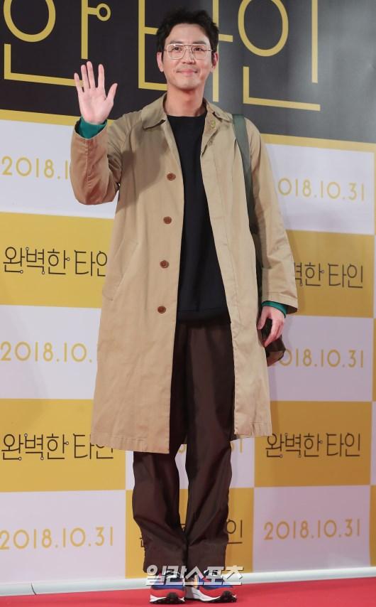Công chiếu phim Intimate Strangers: Go Ara - Park Hyung Sik đoàn tụ, tỏa sáng cùng Ha Ji Won và Jung Woo Sung - Hình 13