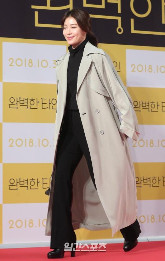 Công chiếu phim Intimate Strangers: Go Ara - Park Hyung Sik đoàn tụ, tỏa sáng cùng Ha Ji Won và Jung Woo Sung - Hình 17