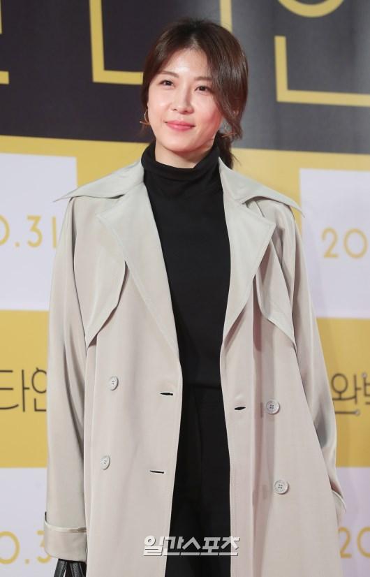 Công chiếu phim Intimate Strangers: Go Ara - Park Hyung Sik đoàn tụ, tỏa sáng cùng Ha Ji Won và Jung Woo Sung - Hình 19