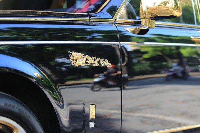 Rolls-Royce Phantom rồng vàng 35 tỷ xuất hiện tại Hải Phòng - Hình 6