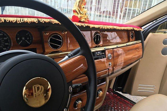 Rolls-Royce Phantom rồng vàng 35 tỷ xuất hiện tại Hải Phòng - Hình 7