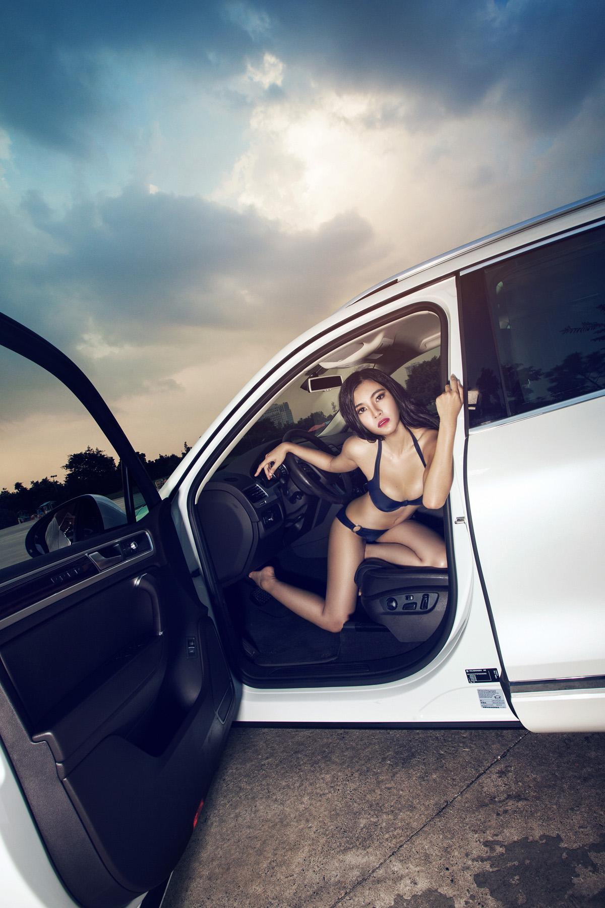 Người đẹp gợi cảm quyến rũ phiêu cùng Volkswagen Touareg GP - Hình 7