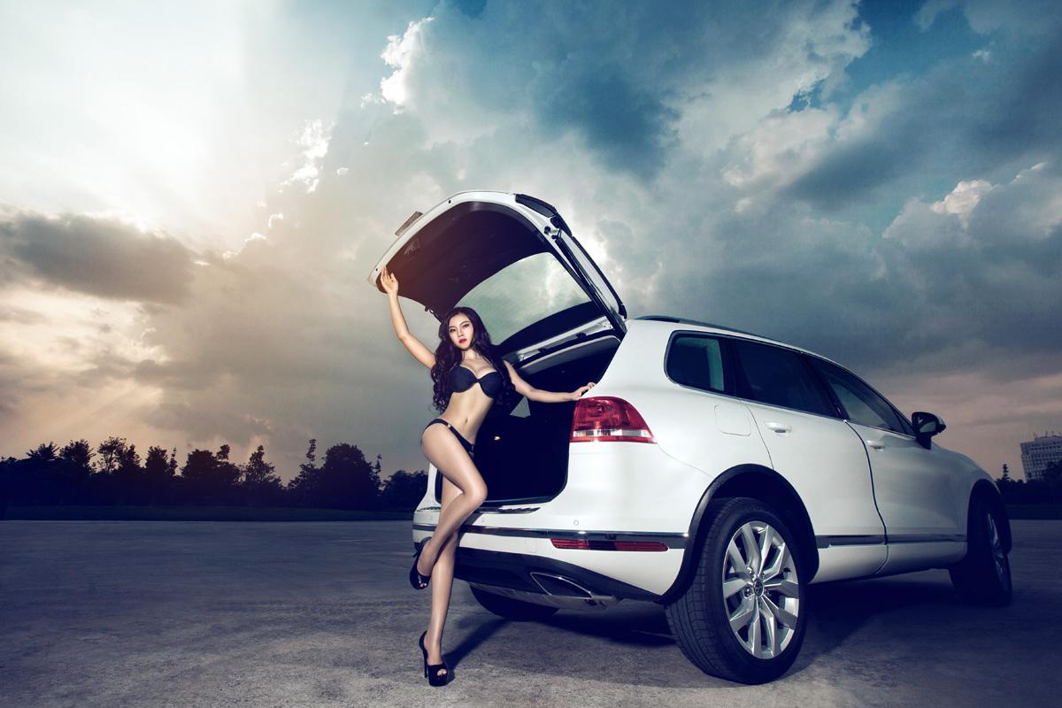 Người đẹp gợi cảm quyến rũ phiêu cùng Volkswagen Touareg GP - Hình 5