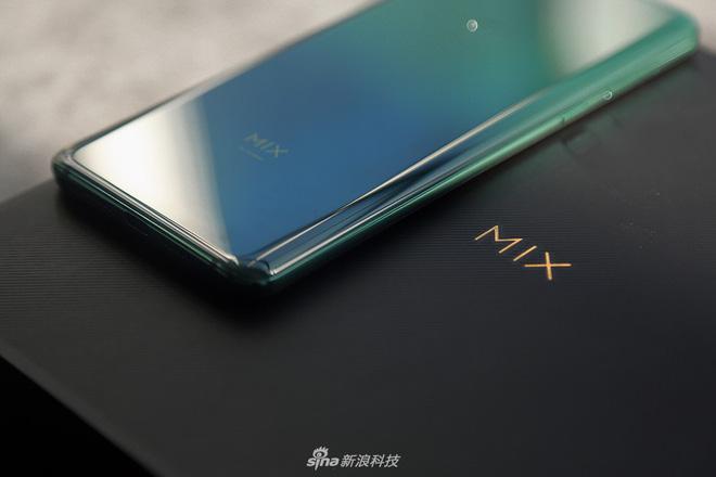 Cận cảnh Xiaomi Mi Mix 3: Màn hình trượt độc đáo, chiếm tỷ lệ 93,4% mặt trước, thiết kế cao cấp, phiên bản Tử Cấm Thành in hình kỳ lân - Hình 1