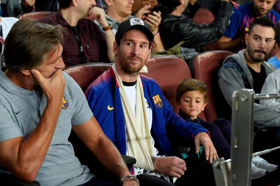 Messi cười tươi cùng con trai xem Barca đánh bại Inter - Hình 1