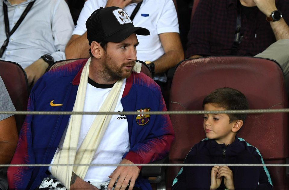 Messi cười tươi cùng con trai xem Barca đánh bại Inter - Hình 2