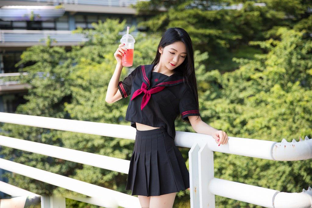 Người mẫu Xiao Reba gợi cảm trong bộ đồng phục học sinh - Hình 3