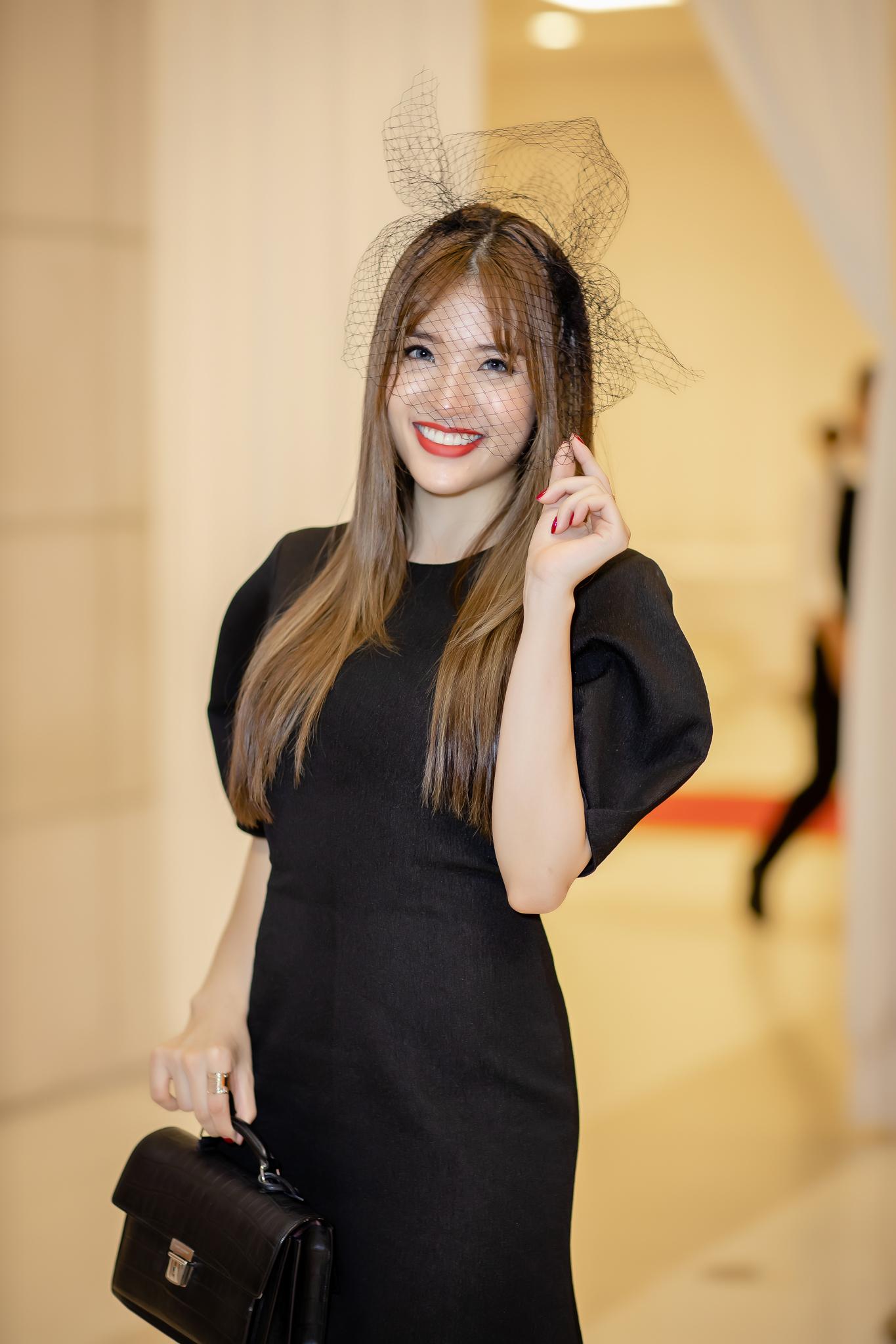 2 nàng Hoa hậu đọ quyến rũ: Jolie Nguyễn nửa kín nửa hở, Phan Hoàng Thu ma mị - Hình 8