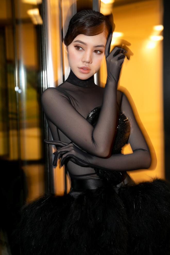 2 nàng Hoa hậu đọ quyến rũ: Jolie Nguyễn nửa kín nửa hở, Phan Hoàng Thu ma mị - Hình 5