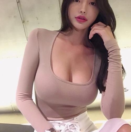 Hoa hậu Trung Quốc khoe vóc dáng đẫy đà, gợi cảm hút mắt người nhìn - Hình 2