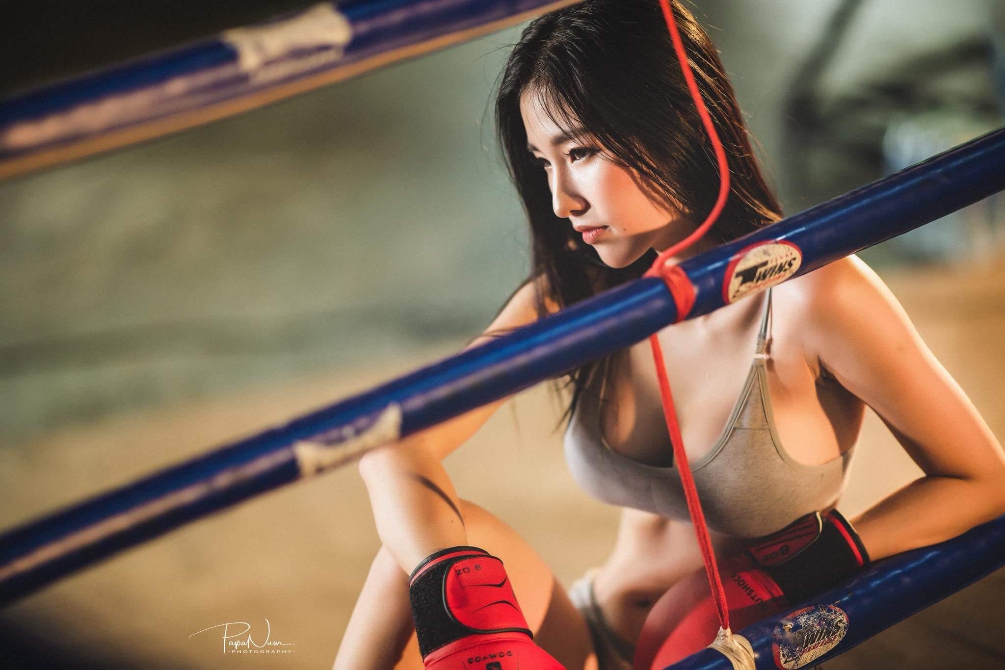 Nữ võ sĩ Muay Thái với thân hình gợi cảm đẹp tuyệt vời sau giờ tập luyện căng thẳng - Hình 6