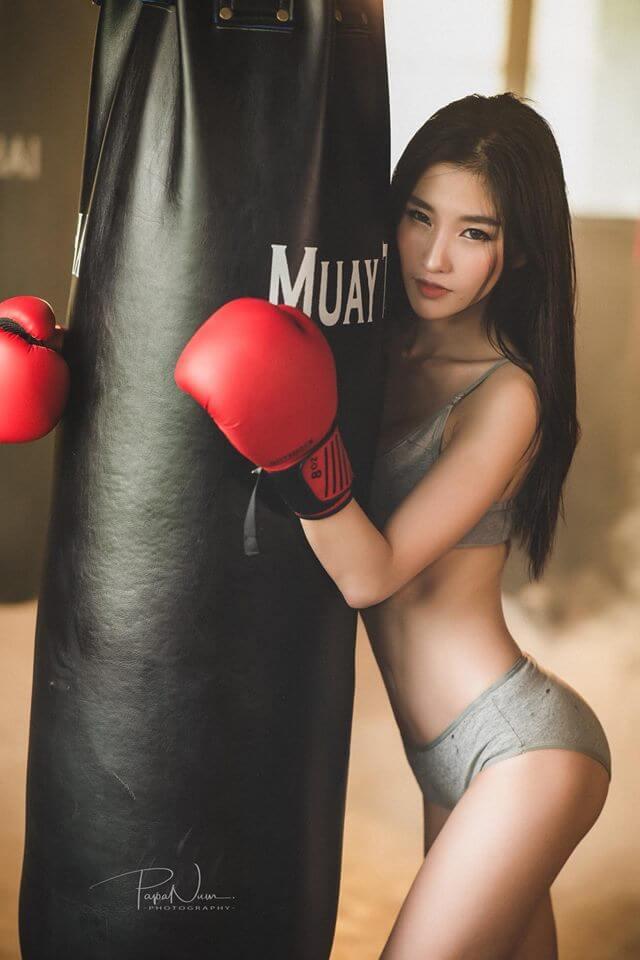 Nữ võ sĩ Muay Thái với thân hình gợi cảm đẹp tuyệt vời sau giờ tập luyện căng thẳng - Hình 5