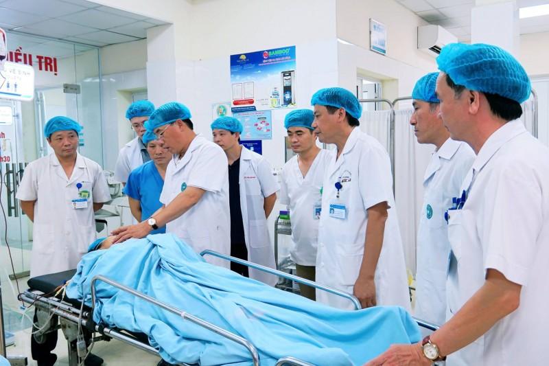 Cấp cứu kịp thời cho 5 nạn nhân bị tai nạn tại Yên Nghĩa - Hình 1
