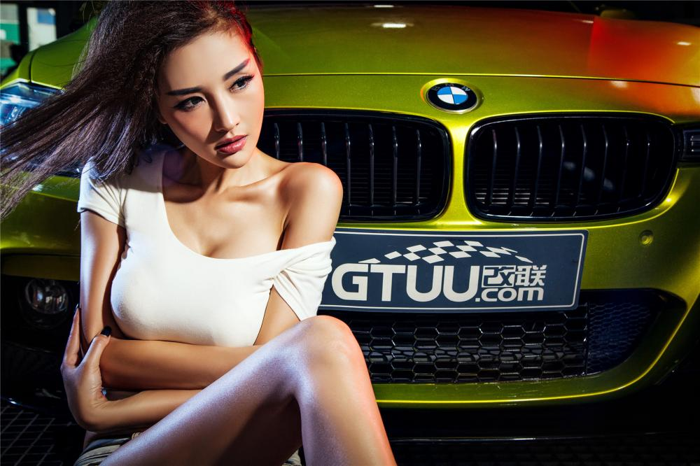 Người đẹp Y Ngạn khoe dáng gợi cảm, rửa xe mát mẻ bên BMW 3-Series F35 - Hình 3