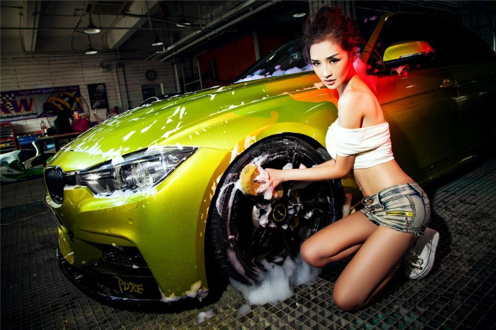 Người đẹp Y Ngạn khoe dáng gợi cảm, rửa xe mát mẻ bên BMW 3-Series F35 - Hình 10