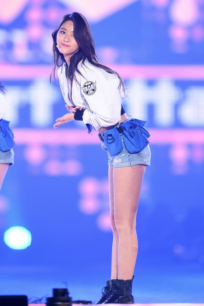 Mỹ nhân Hàn có thân hình quyến rũ tới mức phát khổ vì bị đàn ông theo đuổi - Hình 8