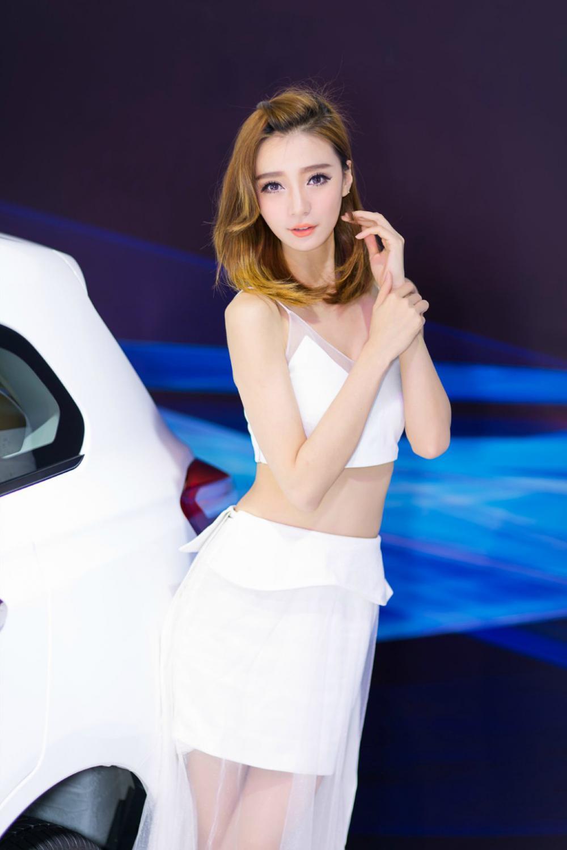 Người đẹp gốc Hoa khoe vẻ đẹp thanh tú, dễ thương như thiên sứ ở triển lãm - Hình 3