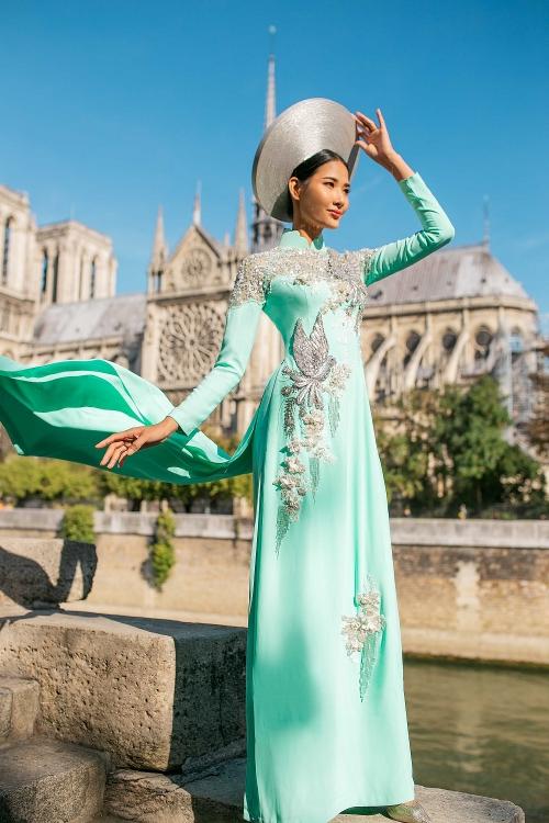 Ngắm bộ ảnh đẹp lung linh của Á hậu Hoàng Thùy tại Pháp - Hình 10