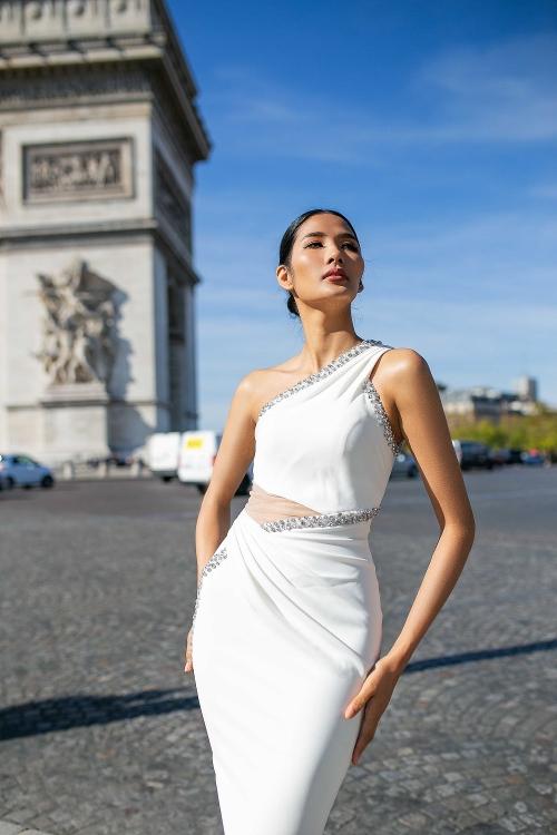 Ngắm bộ ảnh đẹp lung linh của Á hậu Hoàng Thùy tại Pháp - Hình 6
